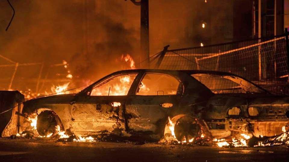 Violentes manifestations aux Etats-Unis après la mort d'un Noir arrêté par la police
