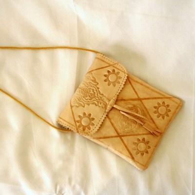 Petite sacoche traditionnelle en cuir