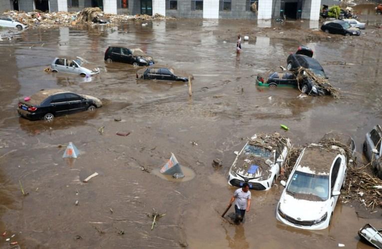 Chine: Plus de 300 personnes mortes dans des inondations