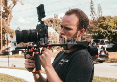 1200px Videographer using DSLR