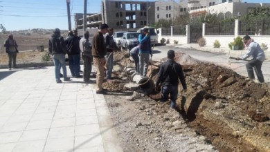 Photo of بلدية الكرك تنفذ أعمال صيانة الأزقة وفتح مجاري تصريف المياه