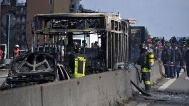 Photo of إيطاليا: اعتقال سائق حافلة مدرسية خطفها وحرقها احتجاجا على سياسة الهجرة