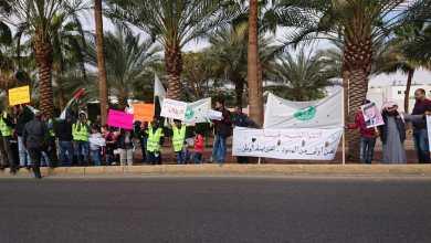 "Photo of العقبة: عمال مجمع الفوسفات يحتجون على استبدال عمالة محلية بـ""أجنبية"".. والشركة تنفي (صور)"