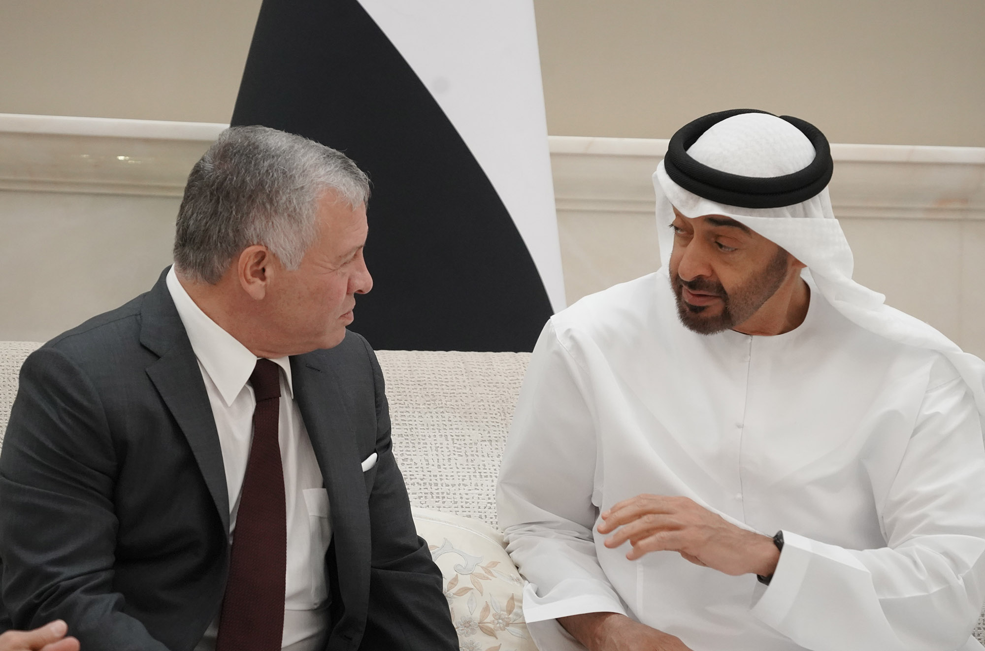 الملك وولي عهد أبو ظبي يؤكدان اعتزازهما بمستوى العلاقات المتينة Alghad