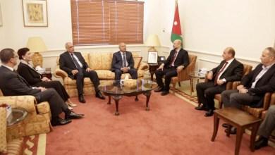 Photo of الرزاز يؤكد أهمية التكامل في مجال النقل بين الأردن ومصر والعراق