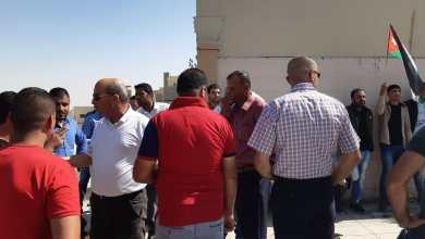 Photo of متعطلون عن العمل يعتصمون أمام محافظة مادبا