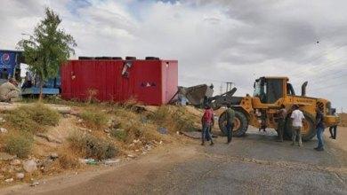 Photo of بلدية الكرك تزيل الأكشاك والعرائش المخالفة