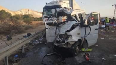 Photo of 17 إصابة بتصادم قلاب بحافلة على طريق البحر الميت