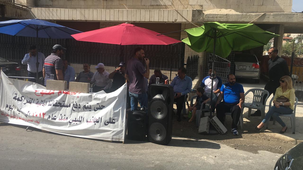"""جانب من اعتصام """"متضررين"""" أمام السفارة الليبية في عمان بوقت سابق- من المصدر"""