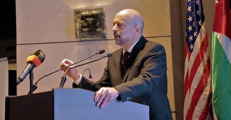 الرزاز خلال مشاركته في المؤتمر