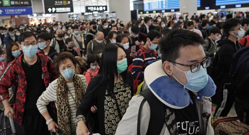 مواطنون في اليابان برتدون الكمامات وقاية من فيروس كورونا