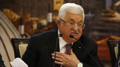الرئيس الفلسطيني محمود عباس خلال الاجتماع في جامعة الدول العربية في القاهرة