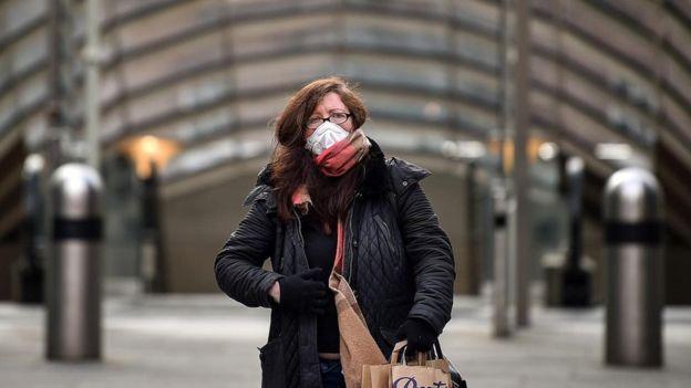 الأبحاث المخبرية ونماذج المحاكاة الحاسوبية تدل على أن الطقس الدافئ والرطوبة يضعفان قدرة فيروس كورونا المستجدّ على البقاء على قيد الحياة