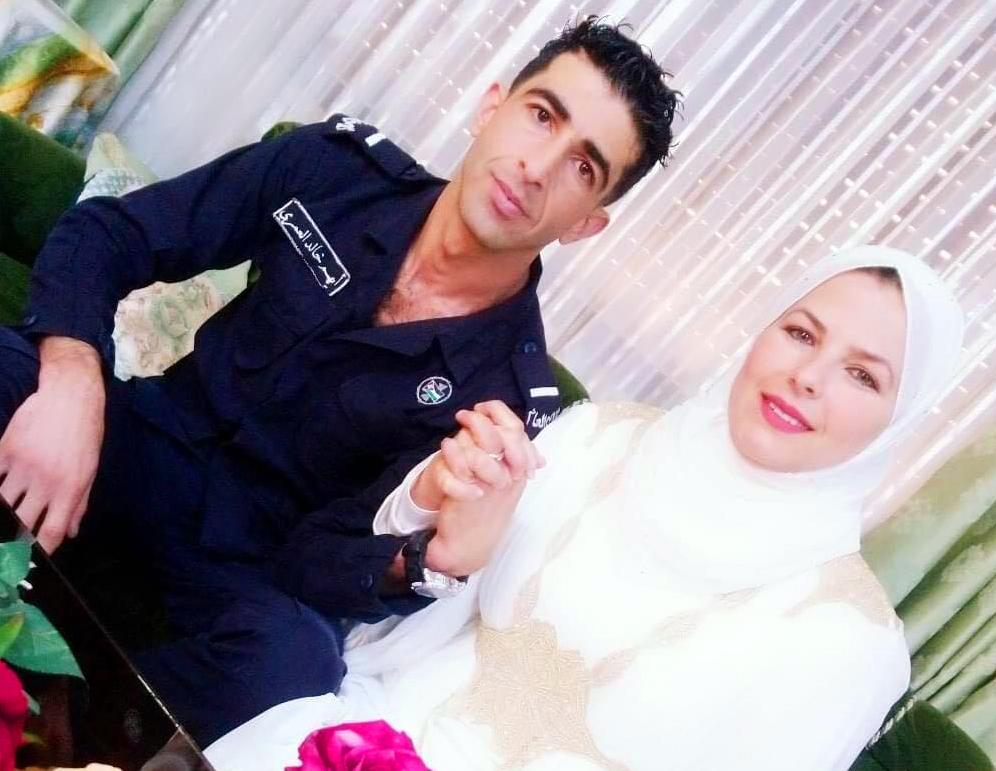 العروسان أيهم العمري وتهاني القطاوي - (من المصدر)