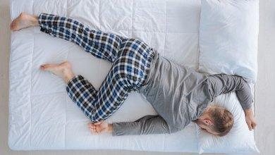 النوم على البطن يحمل مخاطر عديدة
