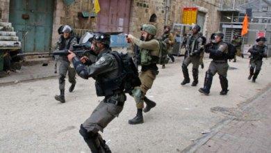 جنود الاحتلال يطلقون الرصاص على فلسطينيين -(أرشيفية)