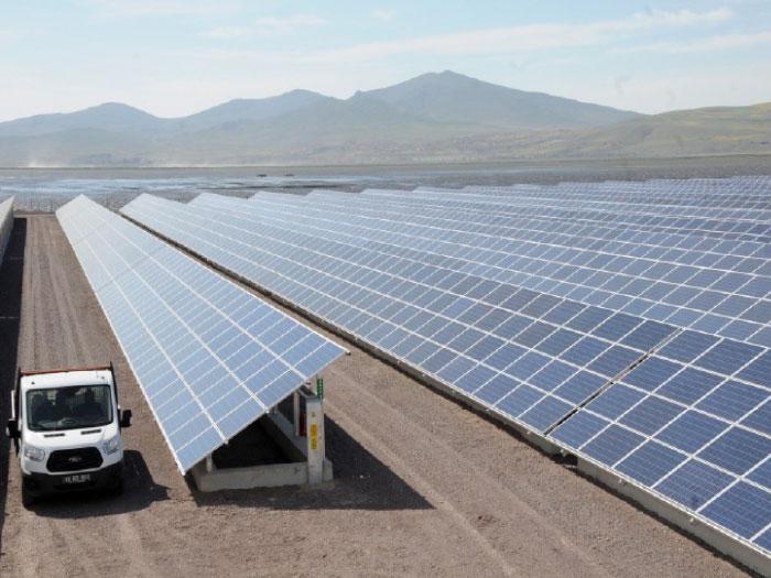 محطة الطاقة الشمسية التي تغذي مخيم الزعتري بالتيار الكهربائي-(ارشيفية)