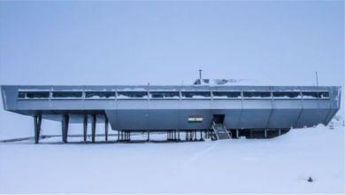 تقع محطة بهاراتي في منطقة تلال لارسمان المطلة على المحيط الجنوبي