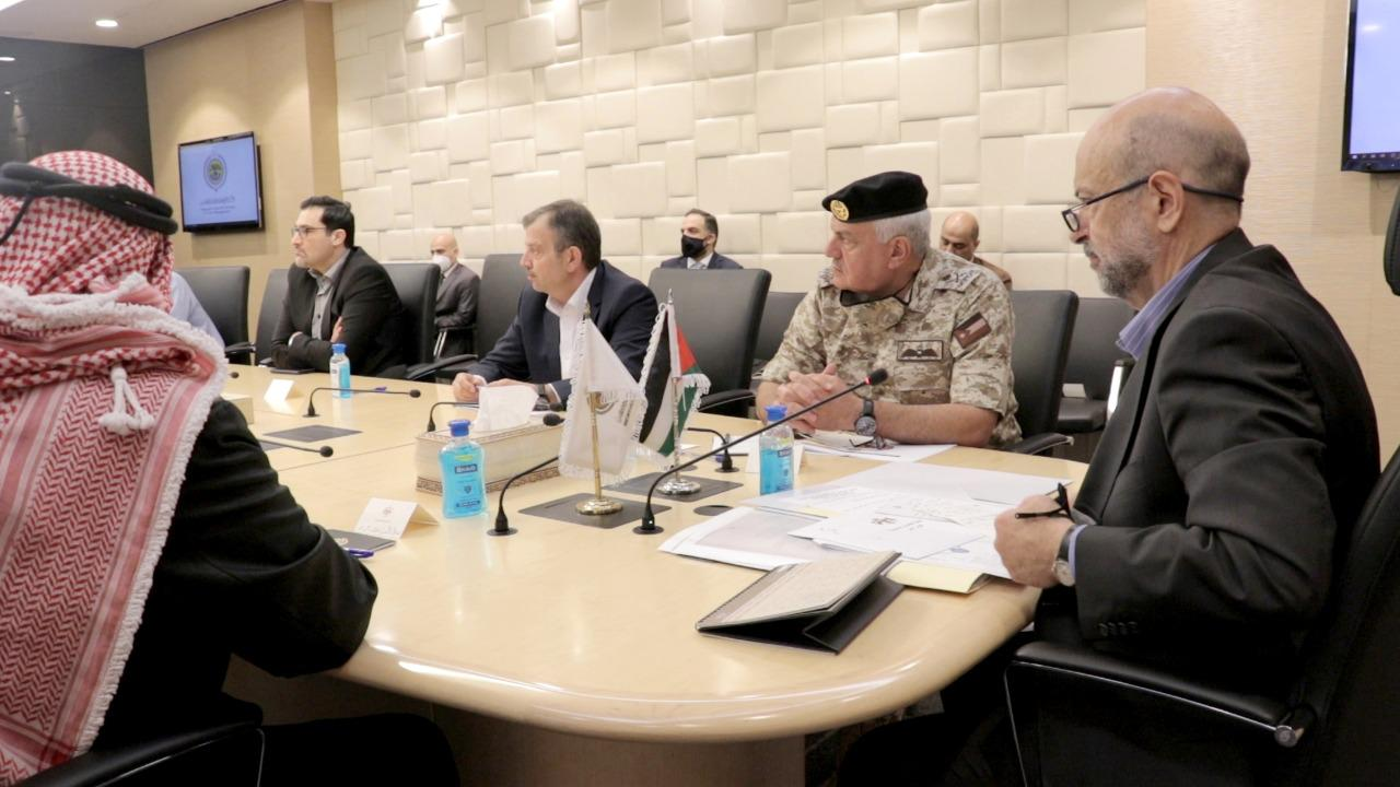 رئيس الوزراء الدكتور عمر الرزّاز يترأس اجتماعاً لخليّة أزمة كورونا -بترا