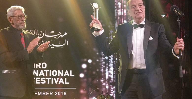 الفنان الراحل حسن حسني خلال تكريمه في الدورة 40 لمهرجان القاهرة السينمائي الدولي