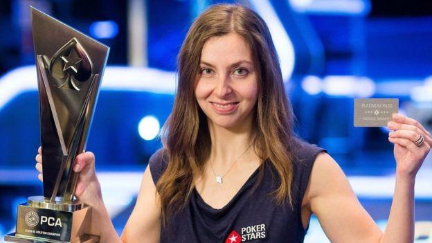 استطاعت ماريا كونيكوفا في غضون عام أن تصبح لاعبة بوكر محترفة