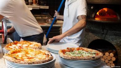 Photo of الإيطاليون والبيتزا: غرام مستمر حتى في زمن كورونا