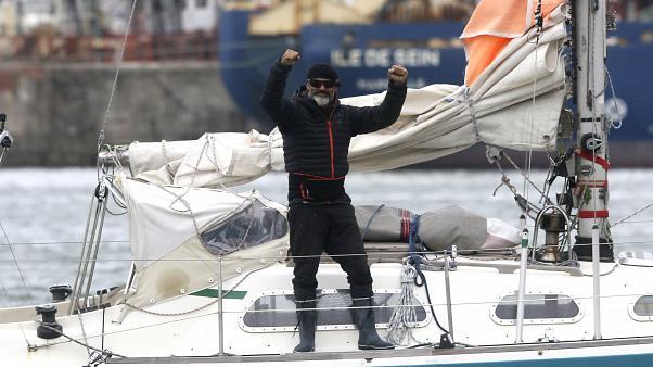 البحار الأرجنتيني خوان مانويل باييستيرو عن فرحته بعدما نجح في عبور المحيط الأطلسي في مركب صغير بمفرده