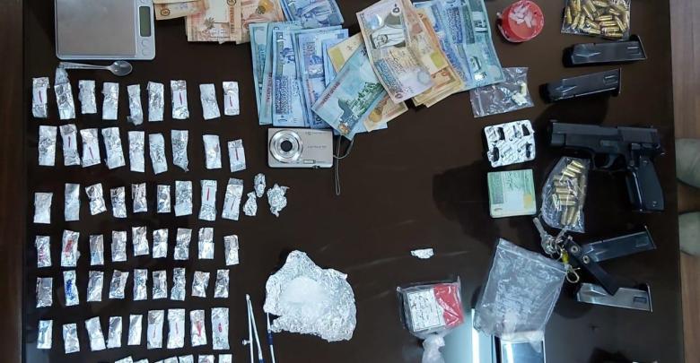 Photo of كشف شبكة لترويج المخدرات في عمان والقبض على 8 من أفرادها