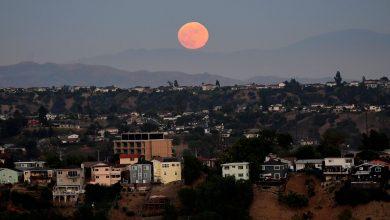 القمر تشكل بعد أن ارتطم جرم فضائي بحجم كوكب المريخ بالأرض- ا ف ب