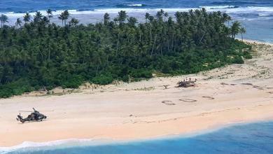 "Photo of ""3 أحرف"" منحوتة على الرمال أنقذت حياة بحارة في جزيرة صغيرة"