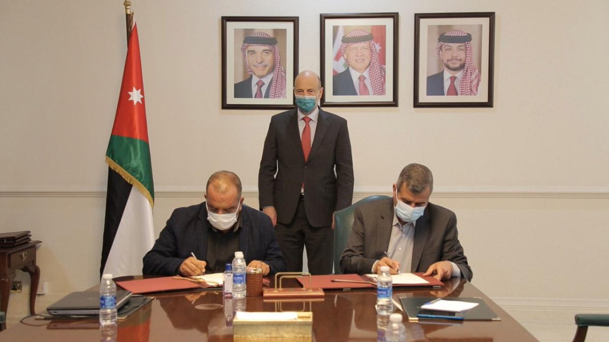 الرزاز يرعى توقيع أربع اتفاقيات زراعية