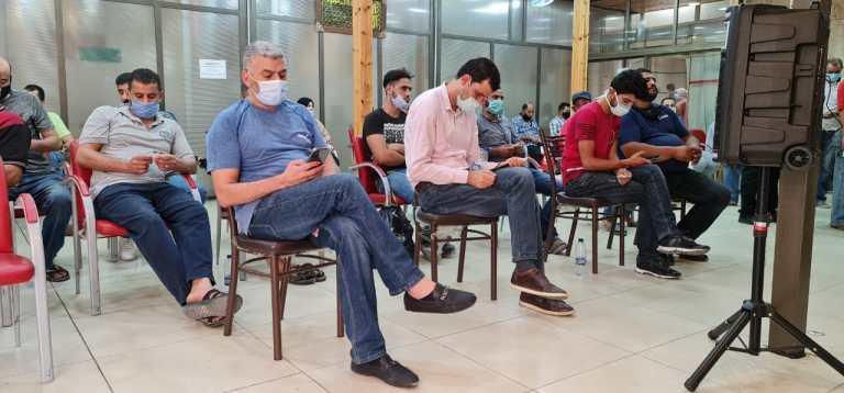 مواطنون ينتظرون دورهم بمختبر فحص خاص بكورونا في احد المستشفيات الخاصة بعمان - تصوير : محمد مغايضة