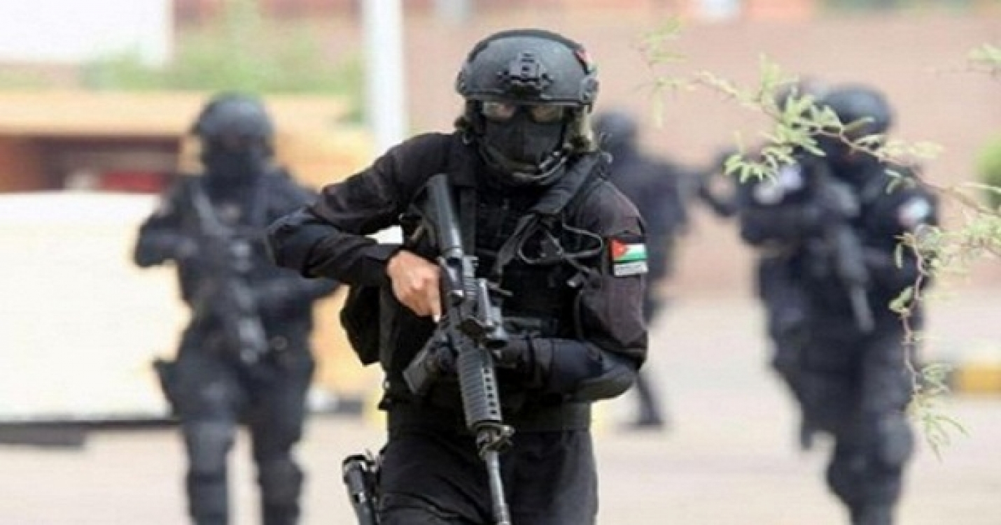 قوات امن مداهمة