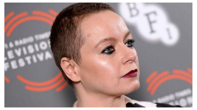قالت الممثلة البريطانية التي رشحت لجائزة الأوسكار، سامانتا مورتون، إنها غاضبة بسبب الطريقة التي يعامل بها المجتمع النساء اللواتي تعرضن للإساءة، كما حدث مع والدتها.