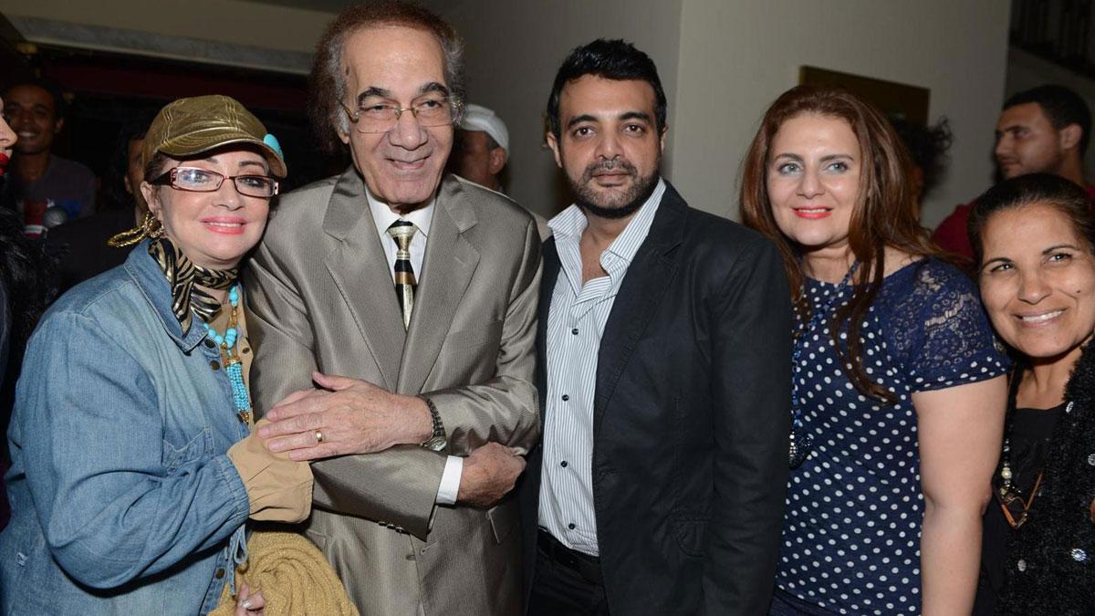 محمود ياسين برفقة عائلته