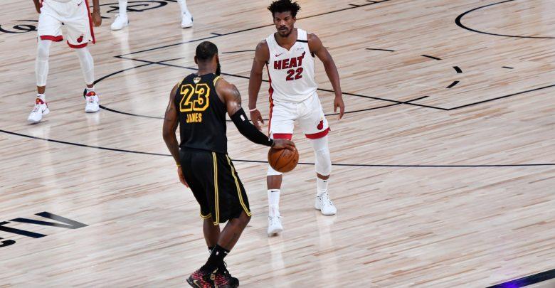 "Photo of ديفيس وليبرون يمنحان ليكرز التقدم على هيت بنهائي ""NBA"""