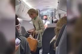 مشهد من فيديو المرأة التي رفضت ارتداء الكمامة