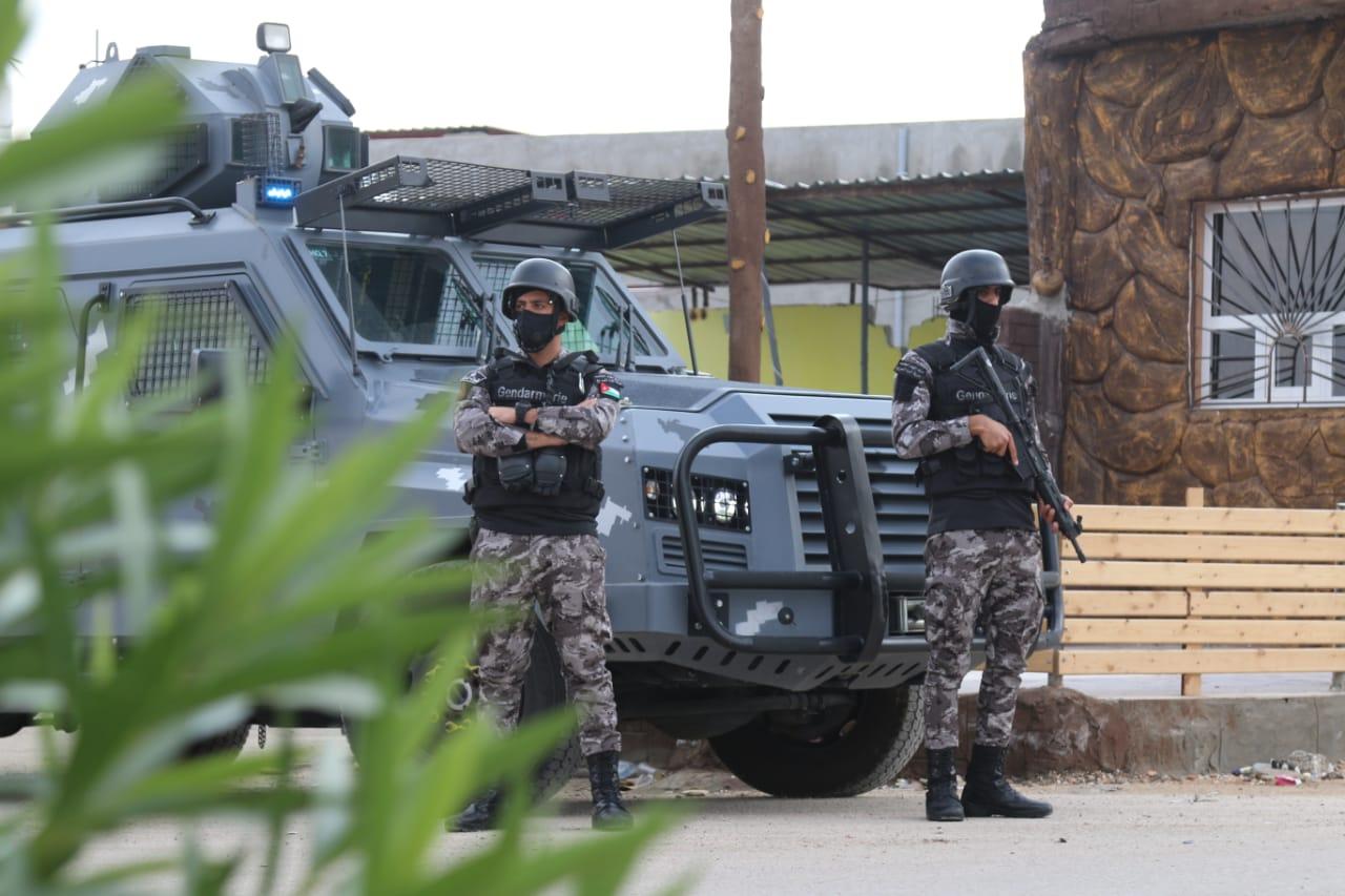 رجال من الأمن خلال انتشارهم إثر مشاجرة