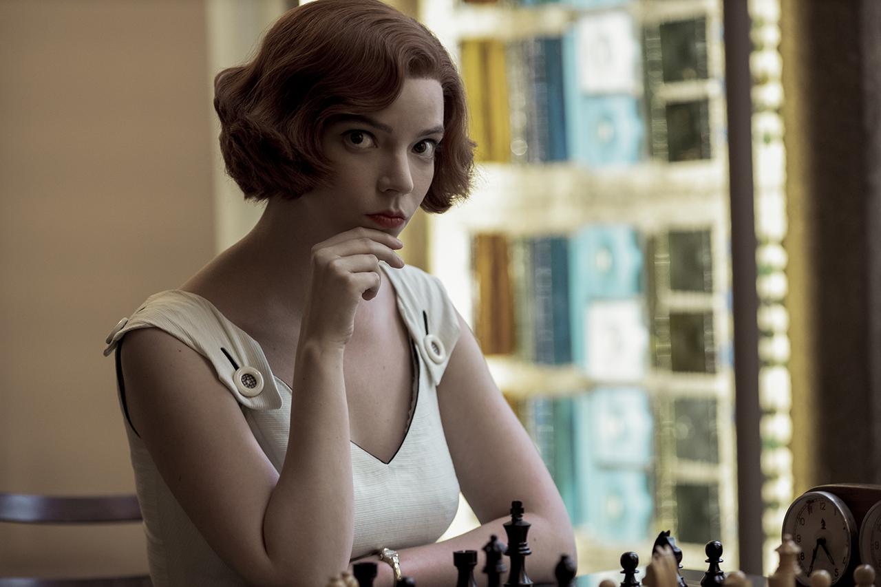 مشهد من مسلسل ملكة الشطرنج
