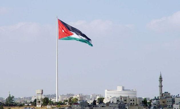 العلم الأردني يرفرف في سماء عمان -