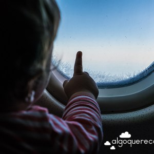bebe ventanilla avion