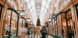 Here is How Deep Learning is Revolutionising Retail Sector