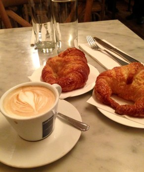 Cappuccino y Croissants