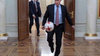 بوتين يلعب الكرة