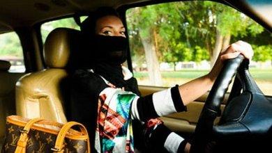 سعودية في السيارة