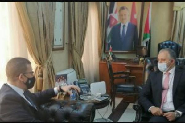 وزير العمل الأردني مع السفير المصري في المملكة