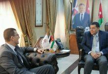 وزير العمل الأردني مع السفير المصري