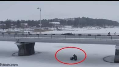 شاهد: سائق روسي يسقط تحت الجليد