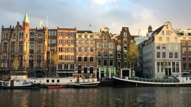 بالفيديو: لحظة تحطم نهر متجمد أسفل أشخاص بامستردام