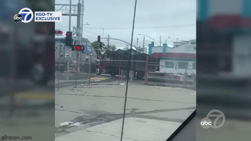 بالفيديو: اصطدام بين قطار ومركبة في كاليفورنيا - صحيفة هتون الدولية